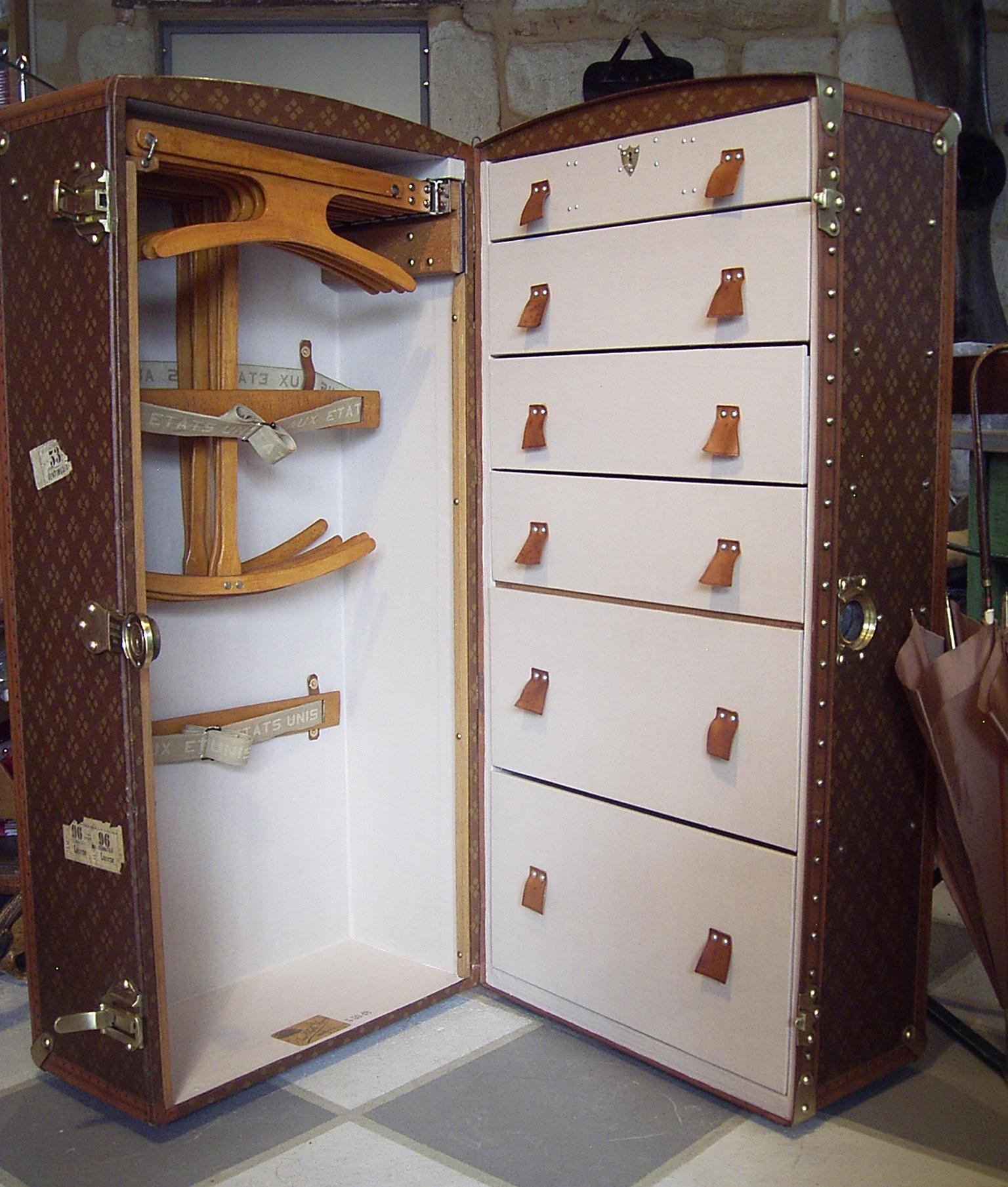 KARE shipping trunk | Groovy Travel Trunks | Pinterest | Bedrooms ...